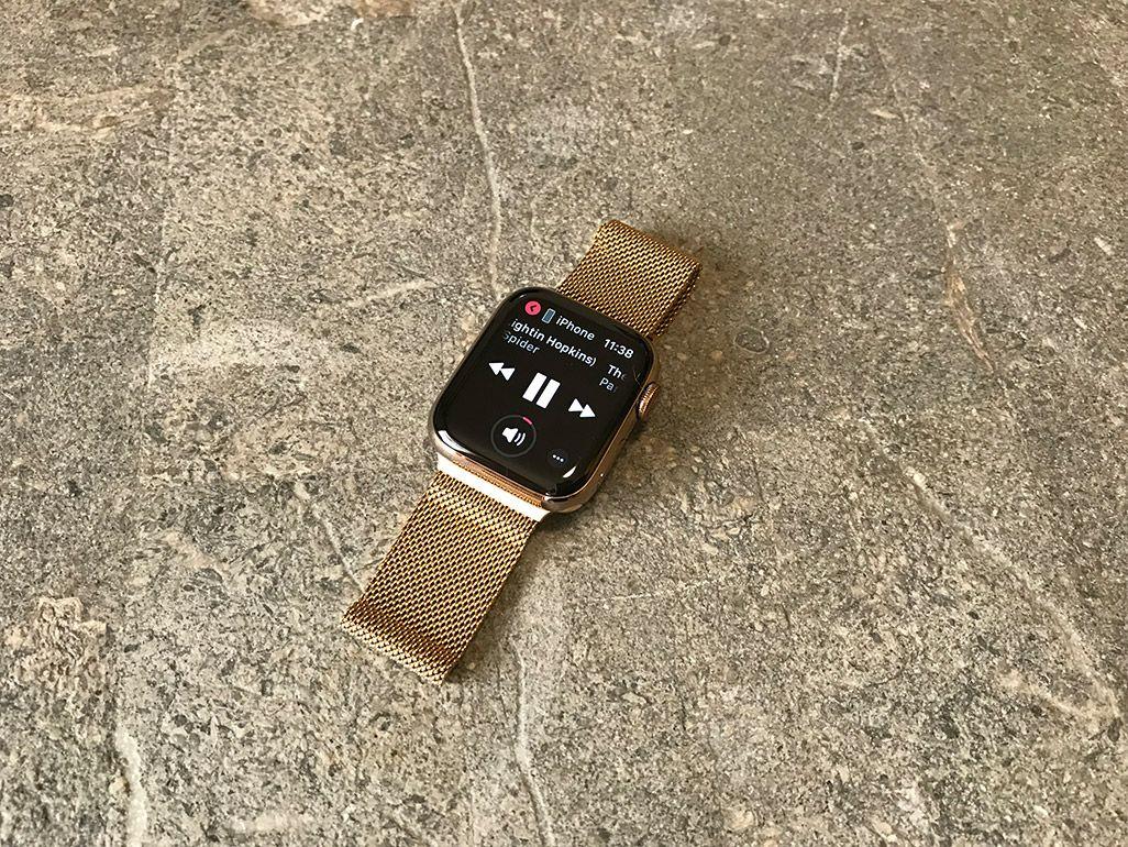 ミュージックアプリで音楽を再生中のApple Watch