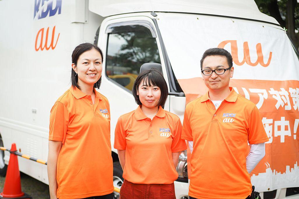 左からKDD運用本部運用管理部名古屋テクニカルセンター 杉村亜希子、野津真知子、上村正行