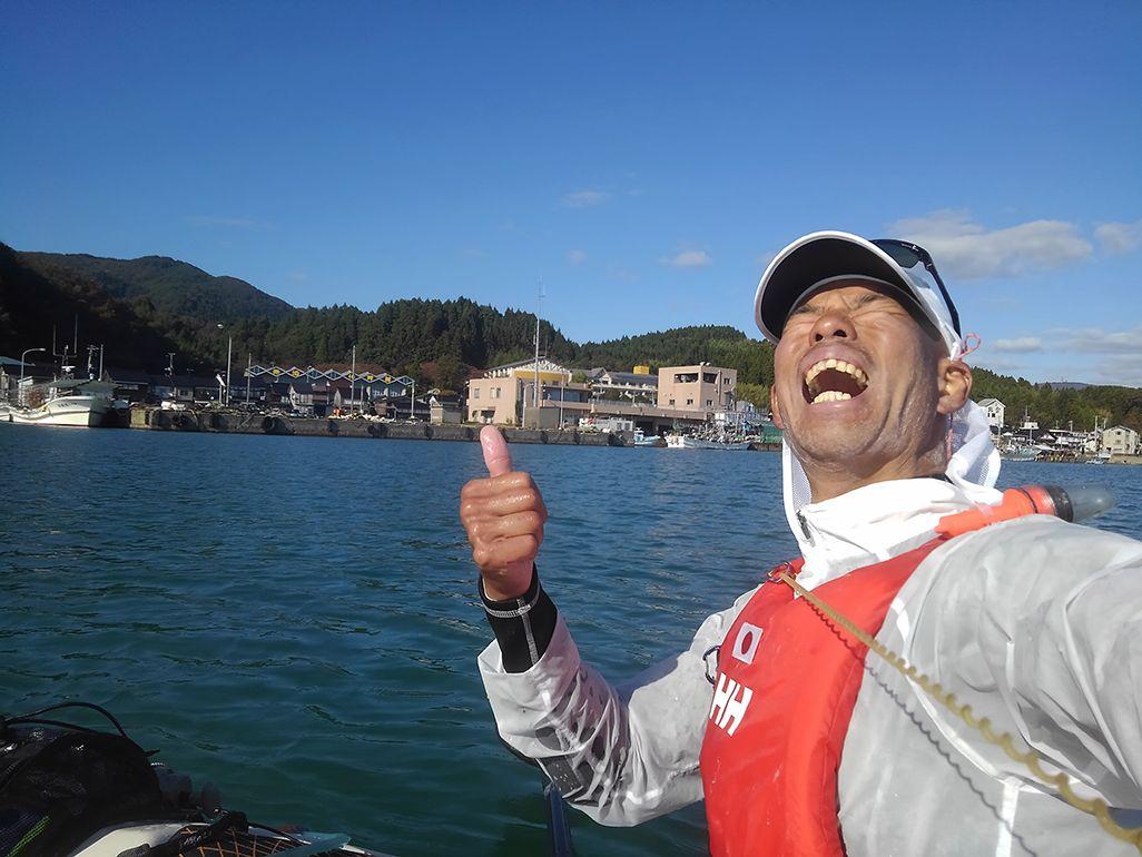 シーカヤックで佐渡海峡を渡る田中陽希さん