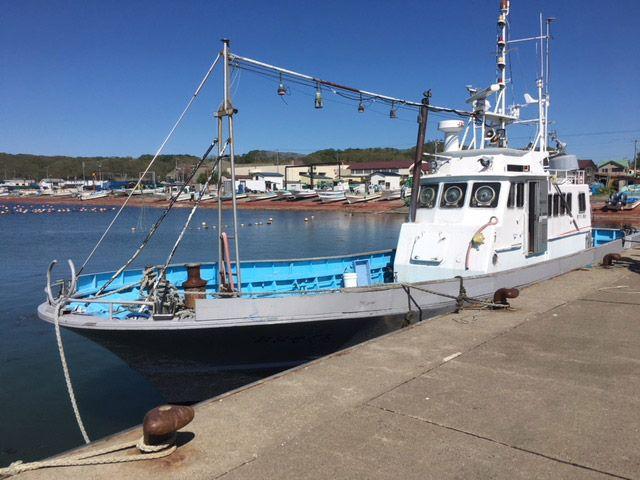 北海道厚岸の漁港に停泊する船