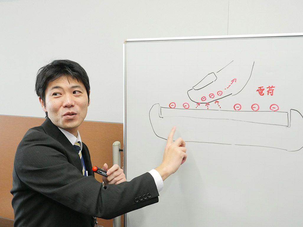 タッチパネルが反応する仕組みを解説する尾笹健一
