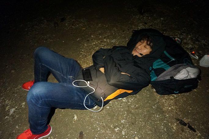 地面で寝るヨッピー
