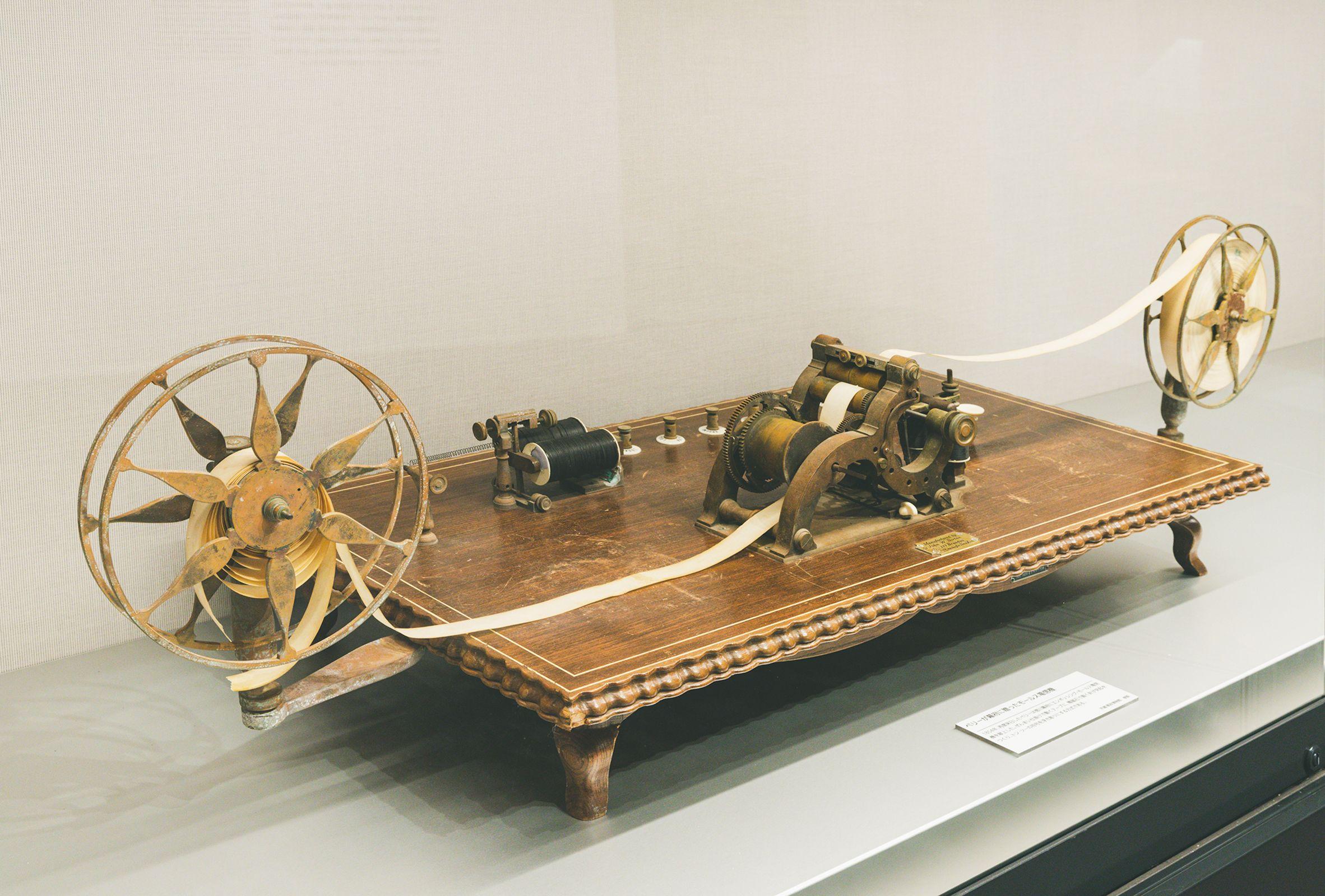 ペリー提督が徳川幕府に献上したエンボッシング・モールス電信機の複製
