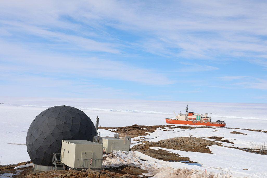 南極昭和基地のインテルサット用レドーム