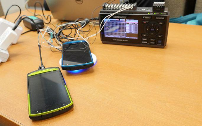 ケーブル充電とワイヤレス充電