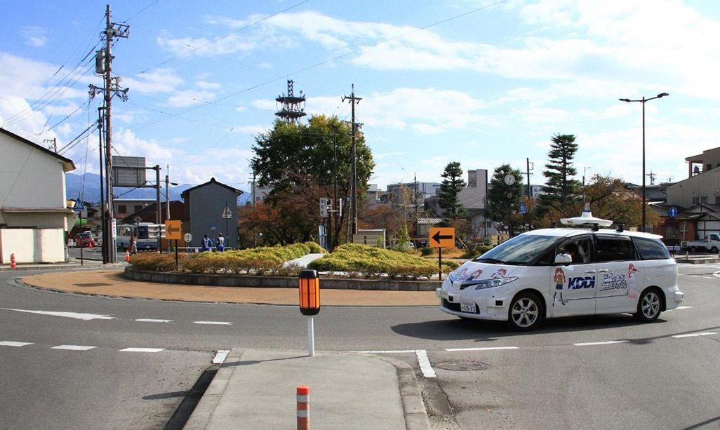 飯田市を走行する自動運転車