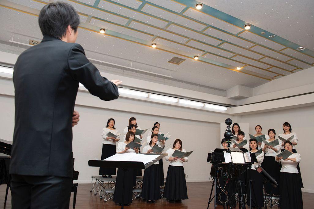 東京混声合唱団による卒業ソング収録の模様