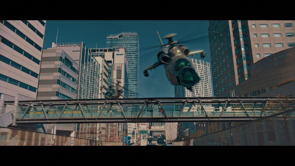 auのCMで街なかを飛ぶ戦闘機