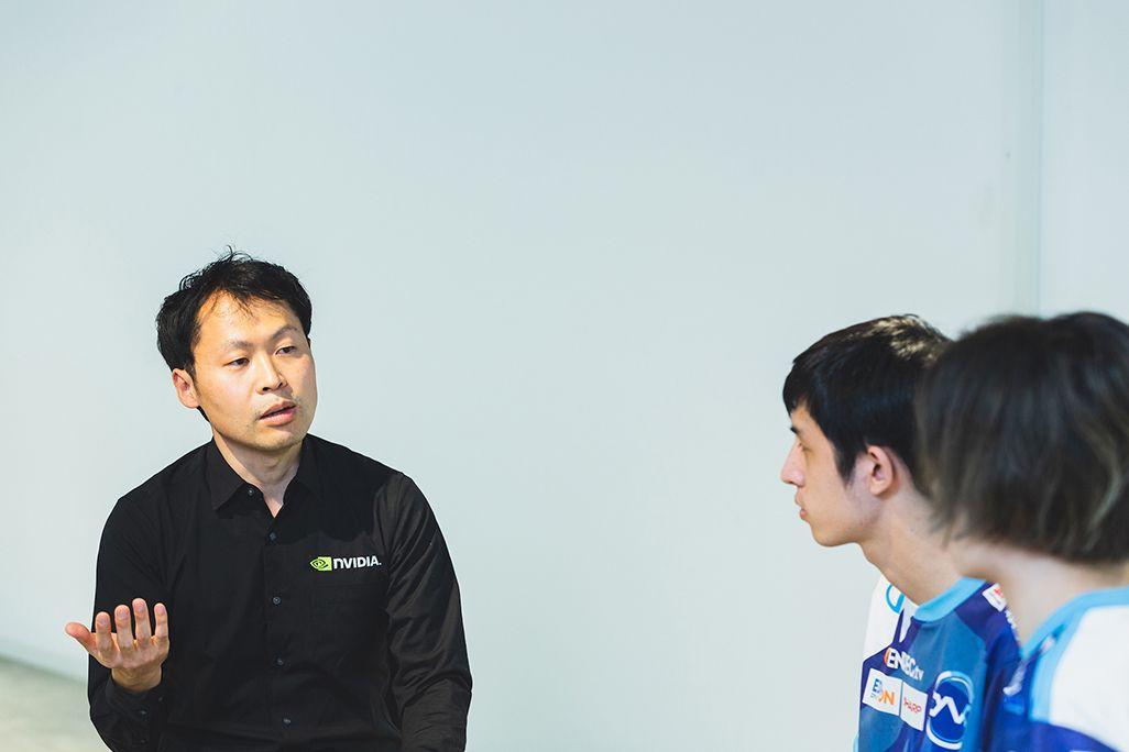 NVIDIAの鈴木悠里さんに質問するプロゲームプレイヤーの2人
