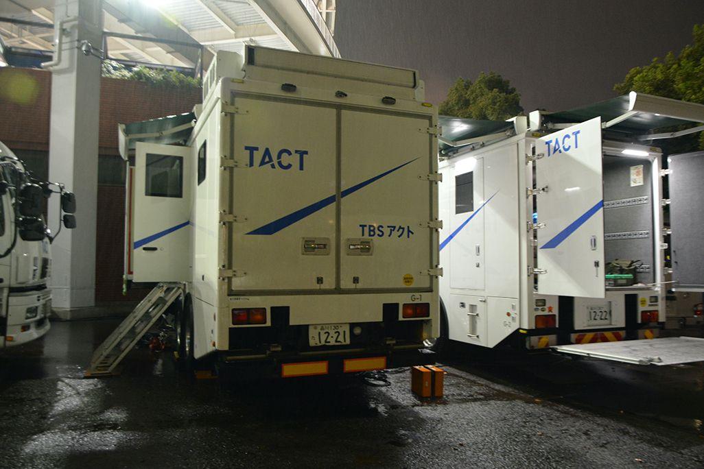 ハマスタ場外で稼働している中継車