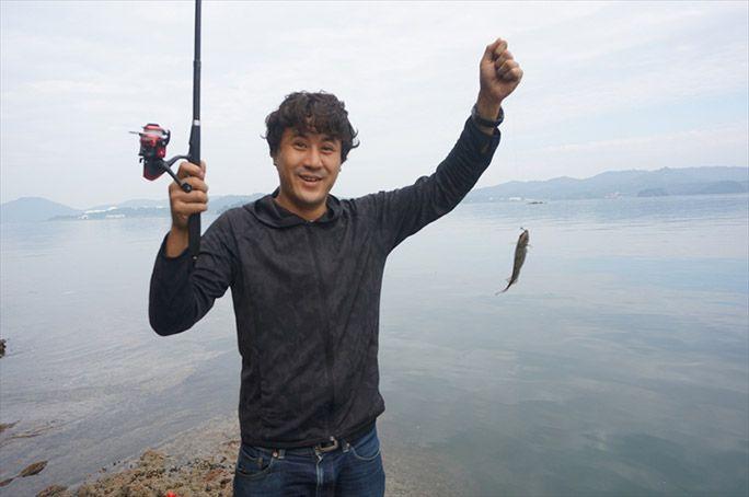 魚釣りに成功したヨッピー