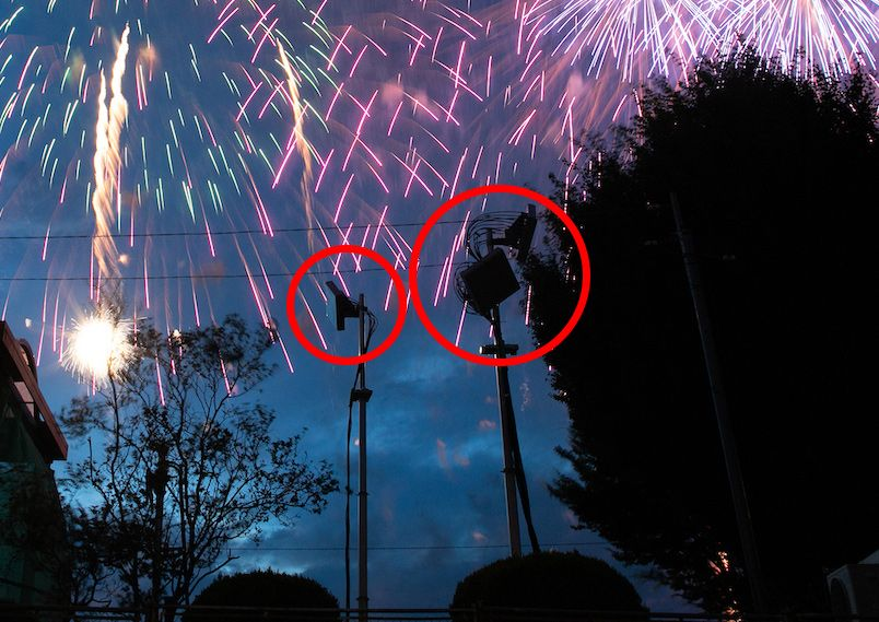 諏訪湖の花火大会会場となる石彫公園に設置したアンテナ