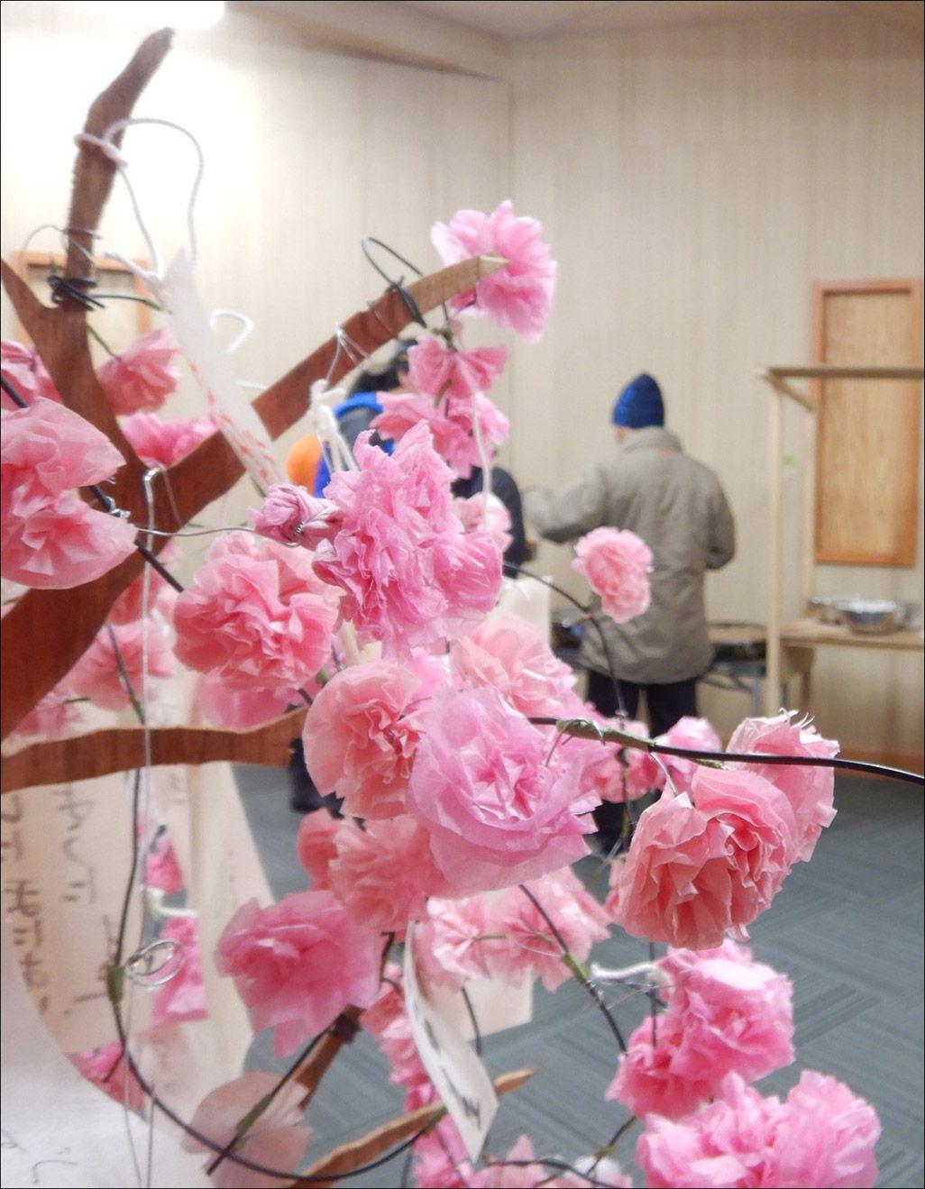 南極昭和基地に設置された桜の飾り