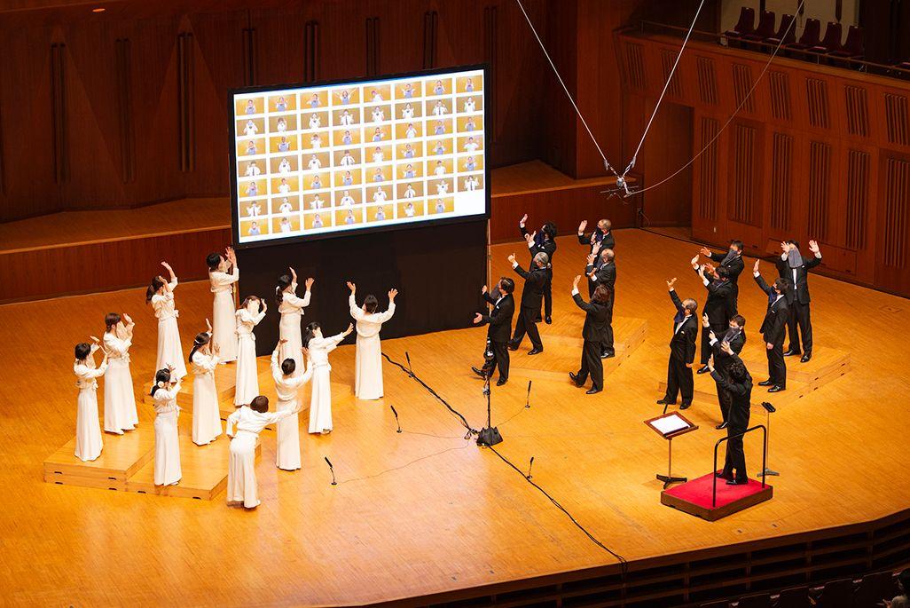 映像で合唱を披露してくれた合唱部のみなさんと東京混声合唱団