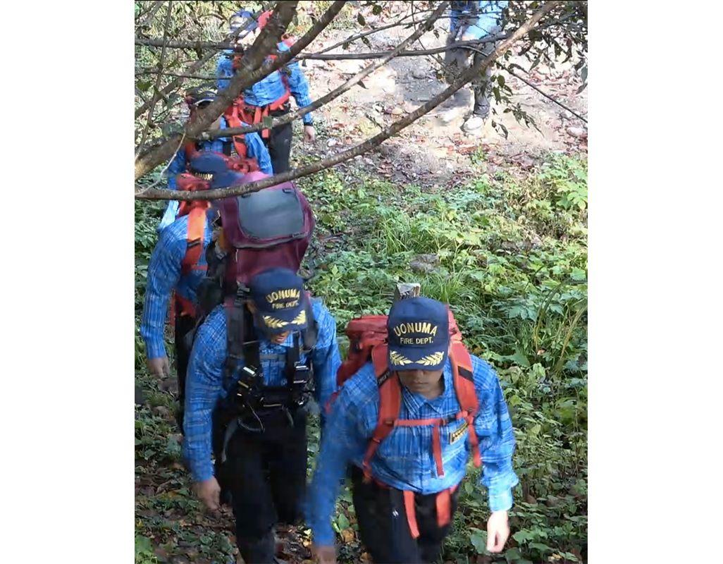 遭難者捜索のため出動する山岳救助隊