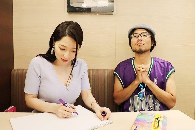 松乃家北小金店でデートの点数を紙に書く鶴あいかと、高得点を祈る地主恵亮