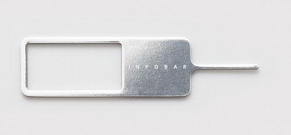 INFOBAR xvに同梱されている、SIMカードを取り出すためのピン
