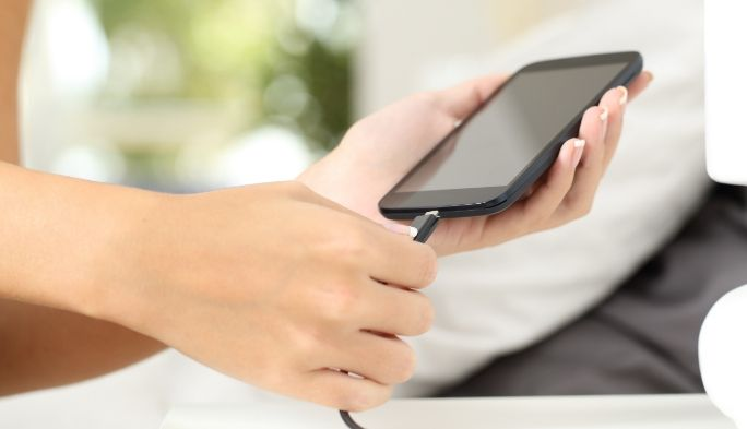 スマートフォンの充電イメージ