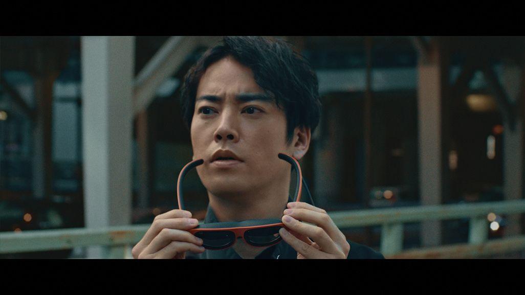 5GによるVR世界に没入した桐谷健太演じるキリタニ