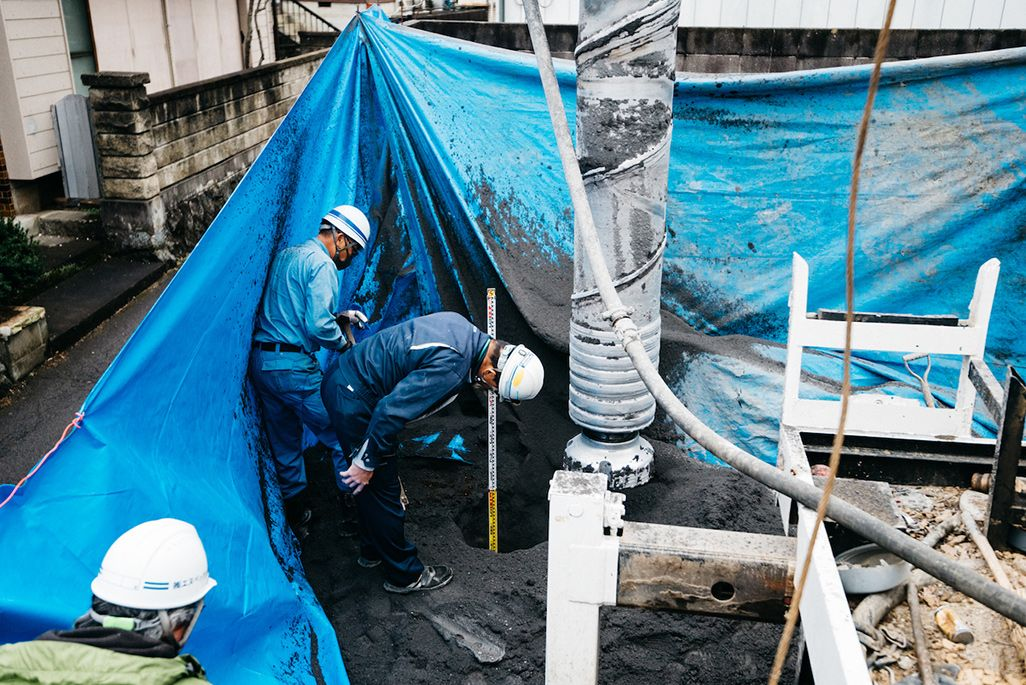 猿橋トンネルへ電波を飛ばす基地局の工事現場