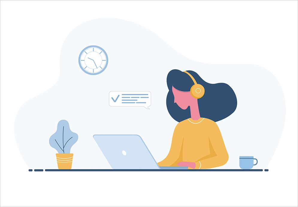 イヤホンをして仕事をしている女性のイメージ