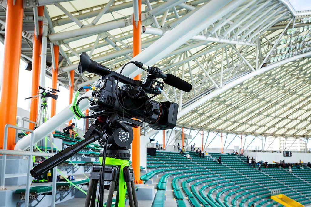 沖縄セルラースタジアム那覇の内野席に設置された4Kカメラ