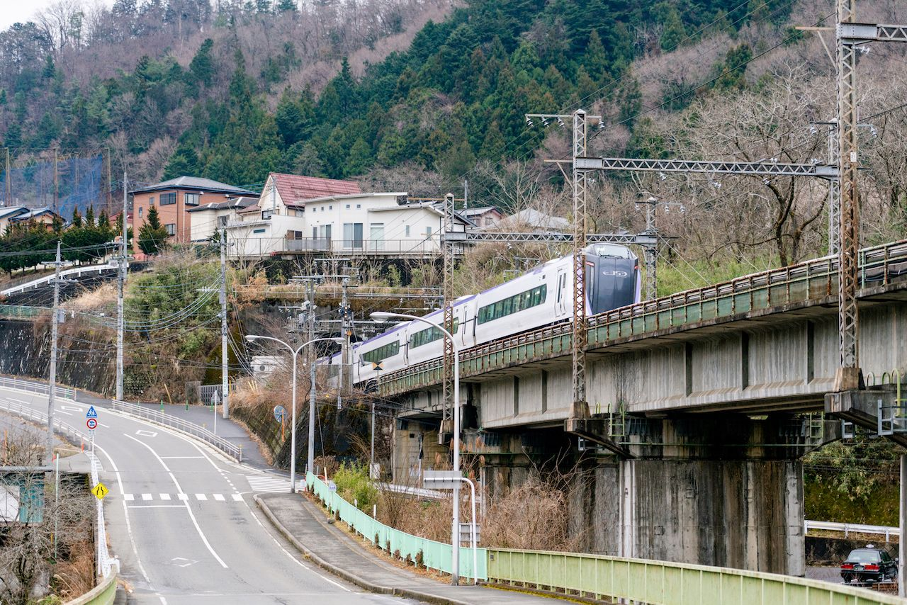 JR中央本線を運行する特急「あずさ」