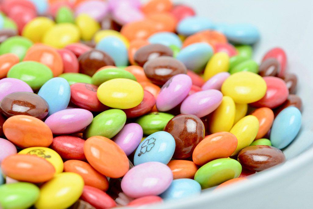 大量のマーブルチョコレート