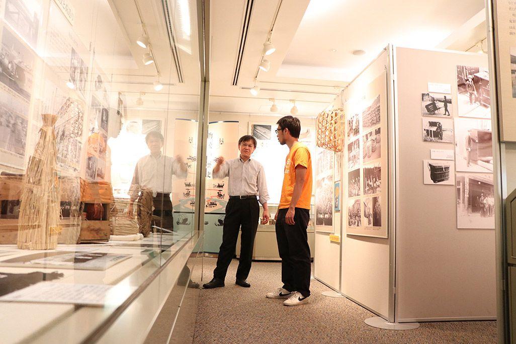 地主恵亮と物流博物館の玉井幹司さん