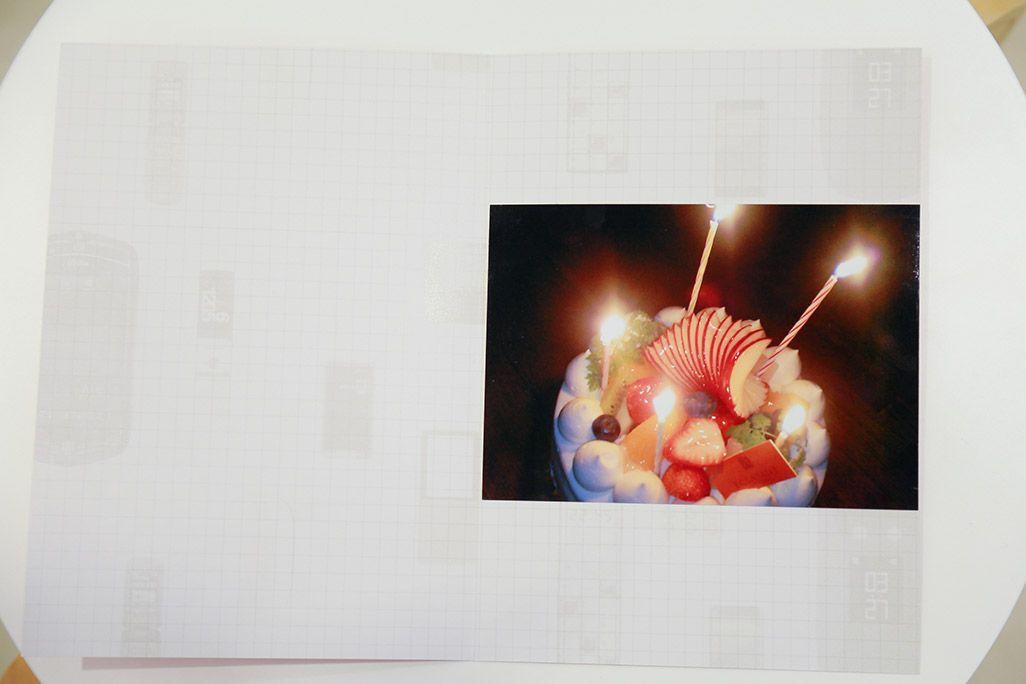 プリントアウトされたバースデーケーキの写真