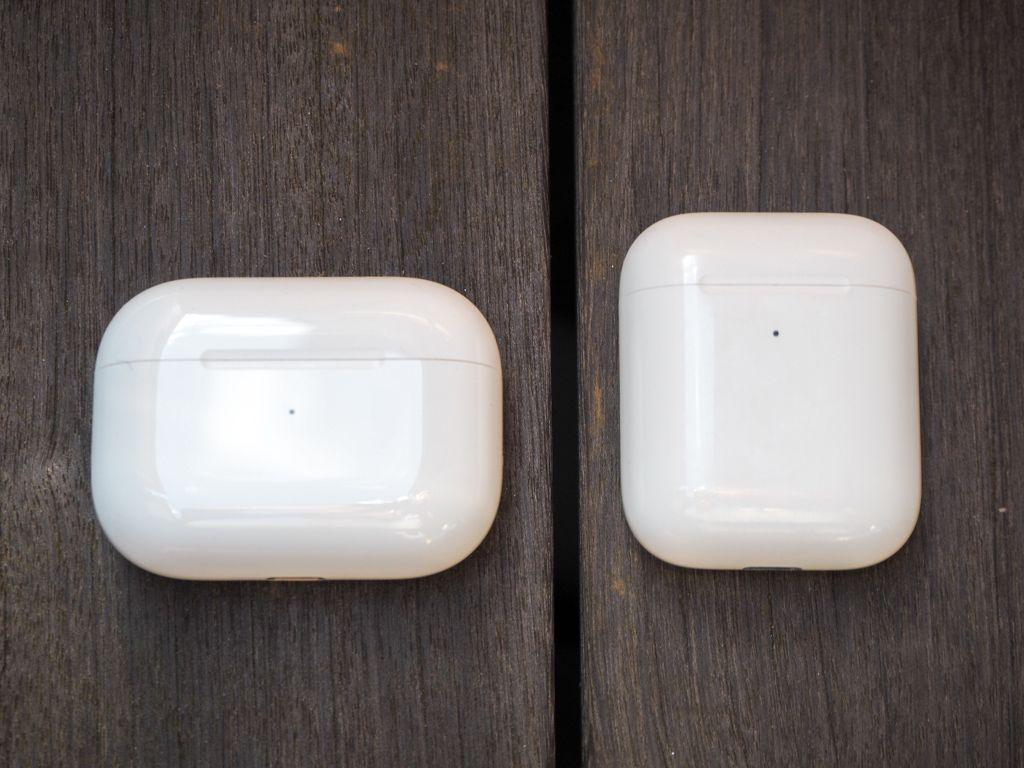 AirPods ProとAirPodsの充電ケースの比較