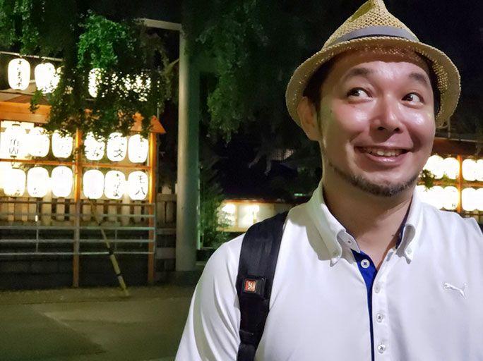 Galaxy S9+で夜の波除神社前で撮影したポートレート