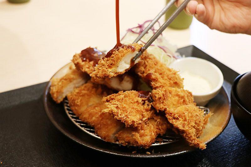 松乃家北小金店で地主恵亮が選んだロースかつ&ささみかつ定食ささみかつ2枚ご飯特盛