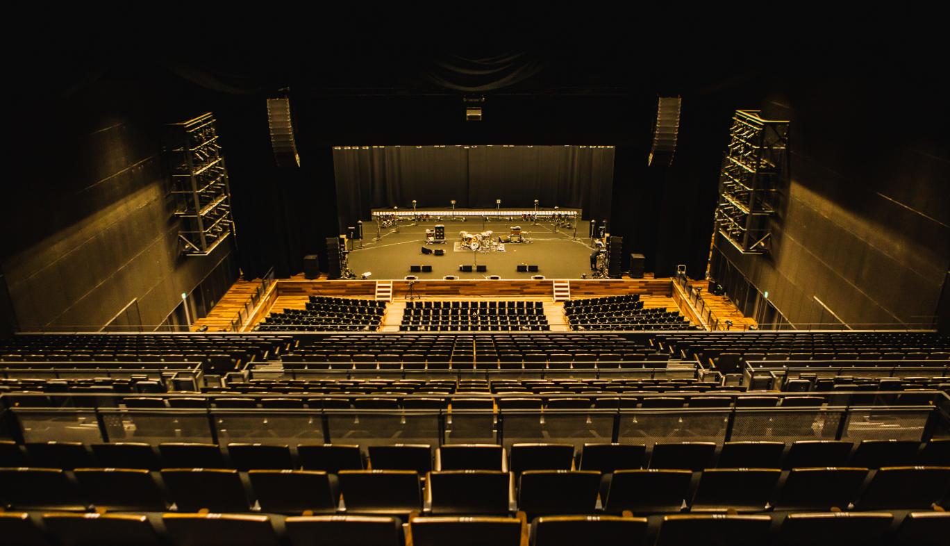山口県「KDDI維新ホール」におけるORANGE RANGE 20周年ライブ会場