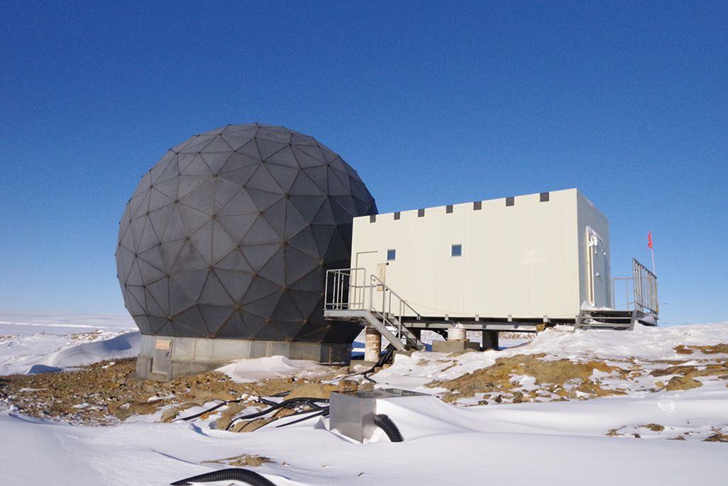 南極のインテルサット用レドーム