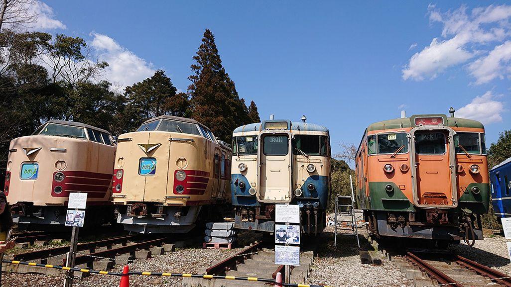 「ポッポの丘」に並べられている電車