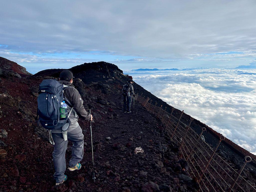 富士山頂お鉢巡り
