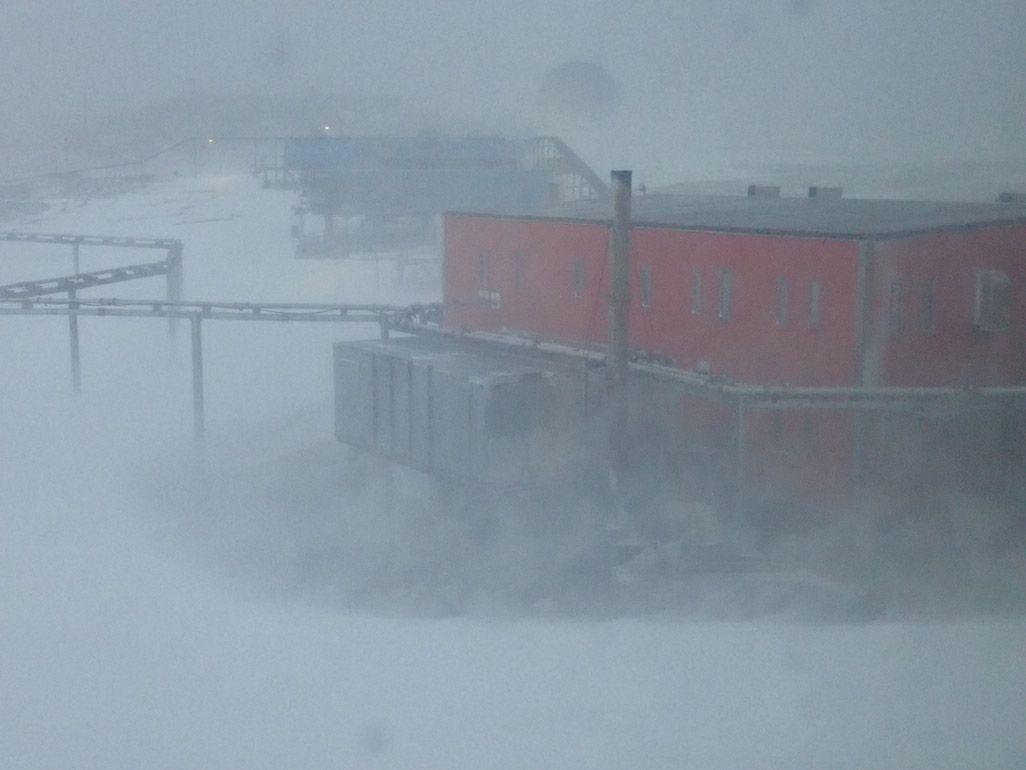 南極昭和基地のブリザード