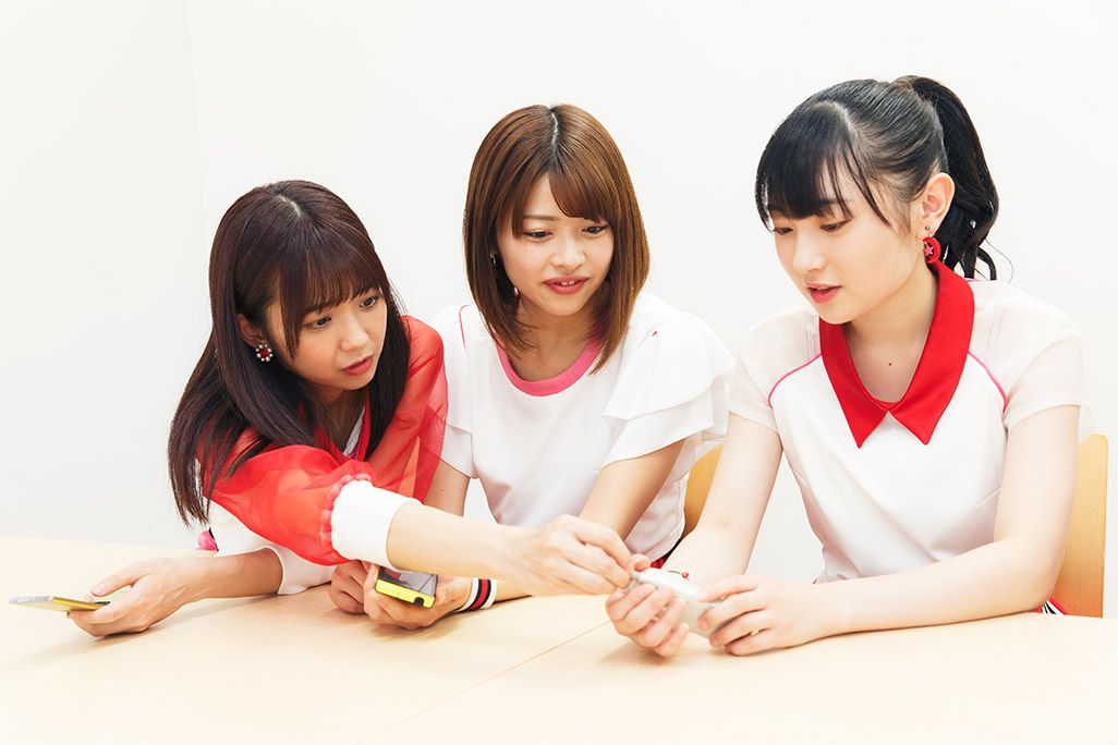 Juice=Juice・梁川奈々美のお母さんへの電話頻度を指摘する宮崎由加と両者の話を聞く金澤朋子