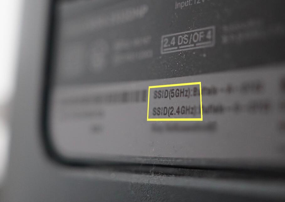 Wi-Fi機器の側面写真(5GHz/2.4GHz)