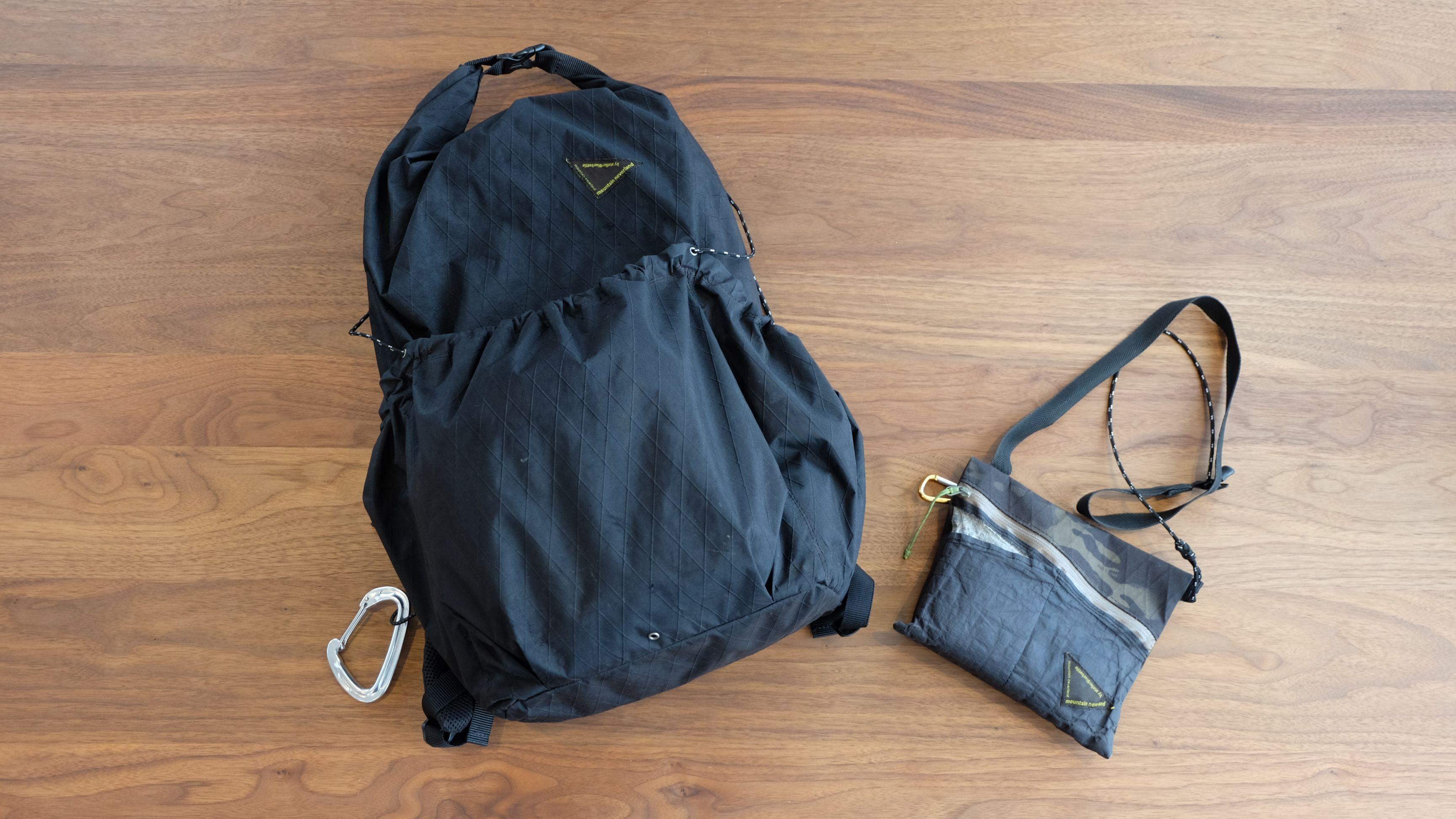 登山用のサコッシュとバッグ