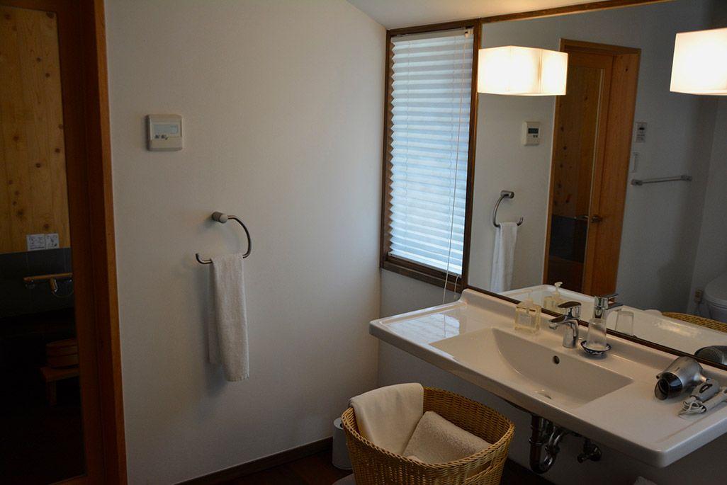 小値賀島の古民家宿「親家」の洗面室