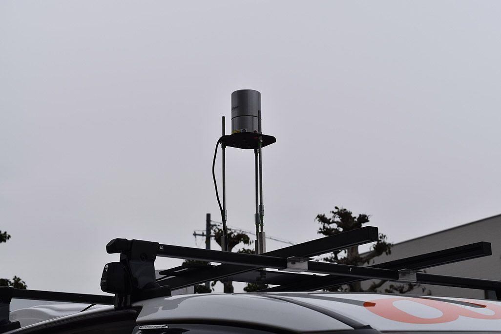 自動運転車の屋根に設置されている赤外線センサー「LiDAR」