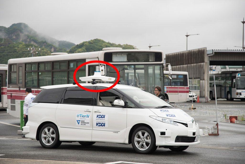 トヨタ・エスティマをベースにしたKDDIの自動運転テスト車