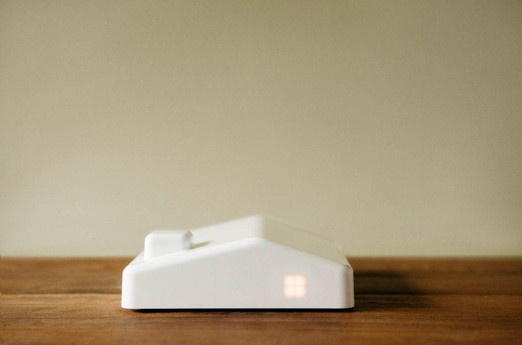 ネット回線不要で写真や動画をテレビで共有できる「まごチャンネル」の受信ボックス