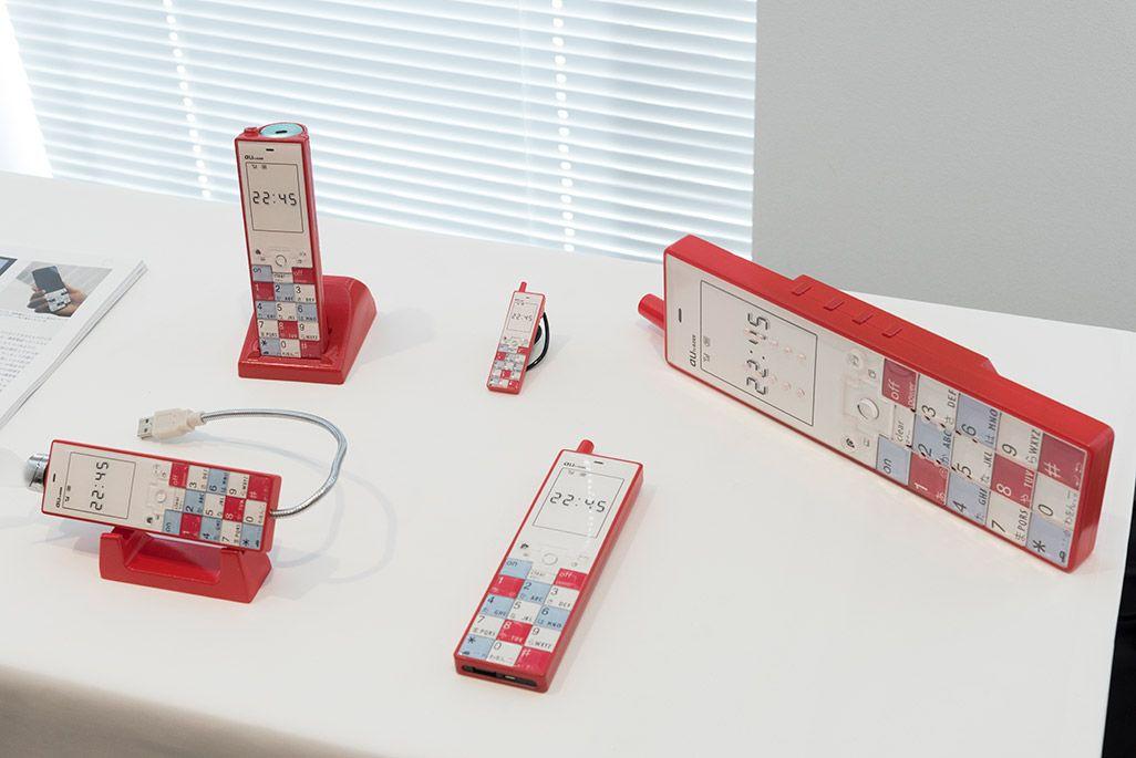 INFOBARファンミーティング新宿での展示物。初代INFOBARをデザインしたグッズ