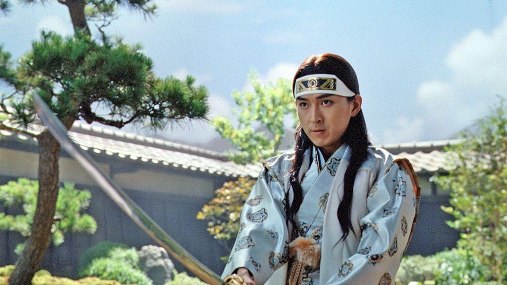 三太郎CMで剣の稽古をする桃太郎