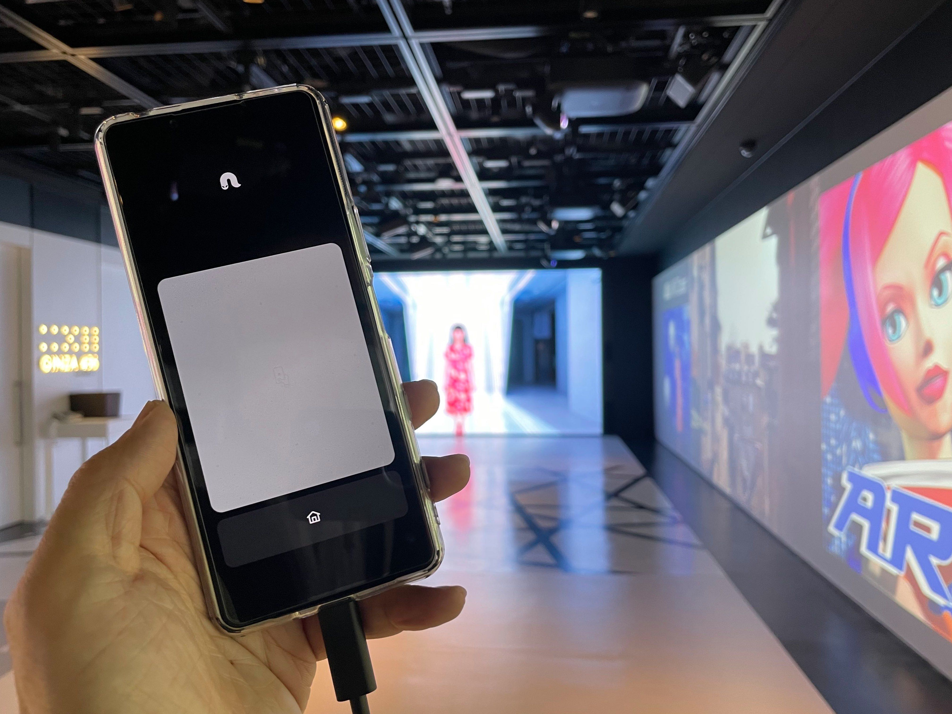 NrealLightに接続したスマートフォン