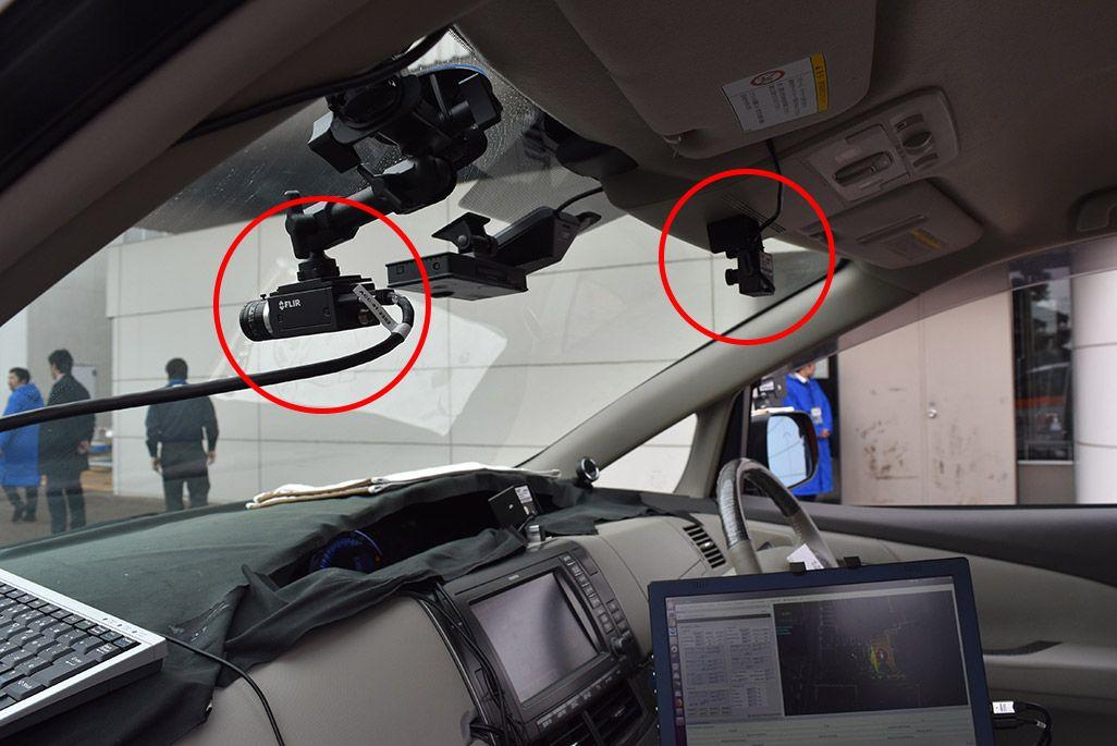 5G自動運転車には前方に向けて4KカメラとフルHDカメラを設置