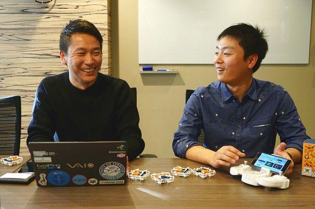 株式会社ORSO ドローン事業推進部の中島有一朗さん(左)とドローンパイロットの高宮悠太郎さん(右)